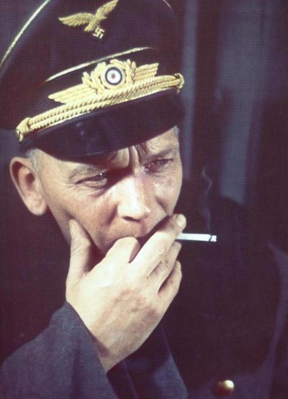 Командующий 4-м воздушным флотом фрайхер Манфред фон Рихтгофен в страшных мучениях он умер от рака мозга 12 июля 1945 года в американском плену. Русский Бог достал его раньше, чем Нюрнбергский трибунал. вов, сталинград