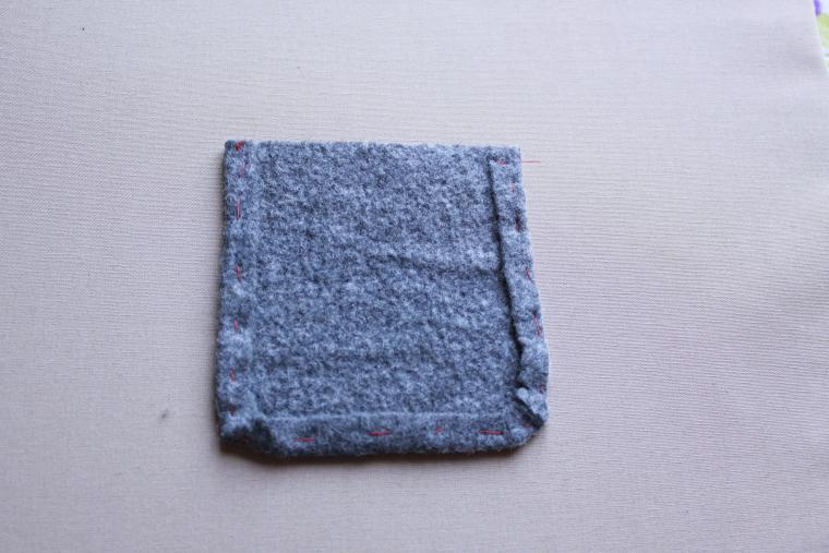 Прикрепляем войлочный кармашек к жакету