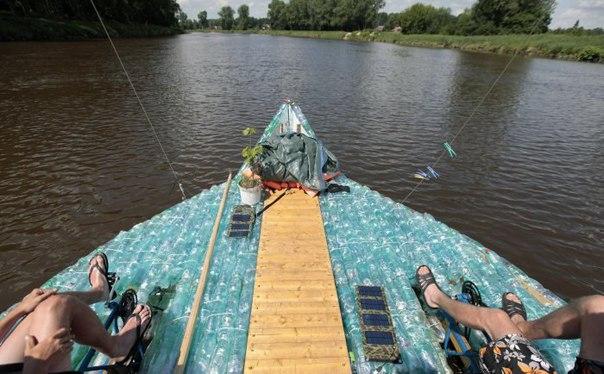 Как сделать лодку из пластиковых бутылок своими