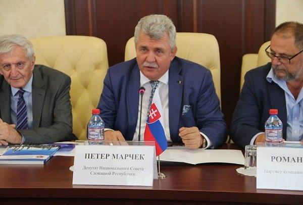 Словацкий депутат обвинил по…