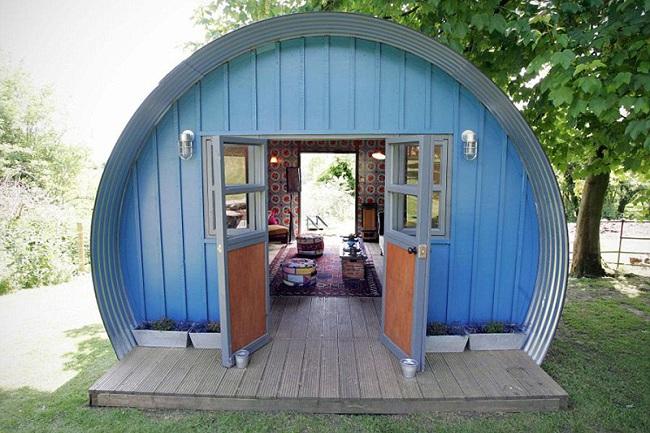 Новинка в мире дизайна: домик-гараж для представительниц прекрасного пола.