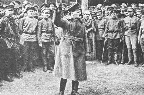 Троцкий выступает под Казанью. Лето 1918 г.