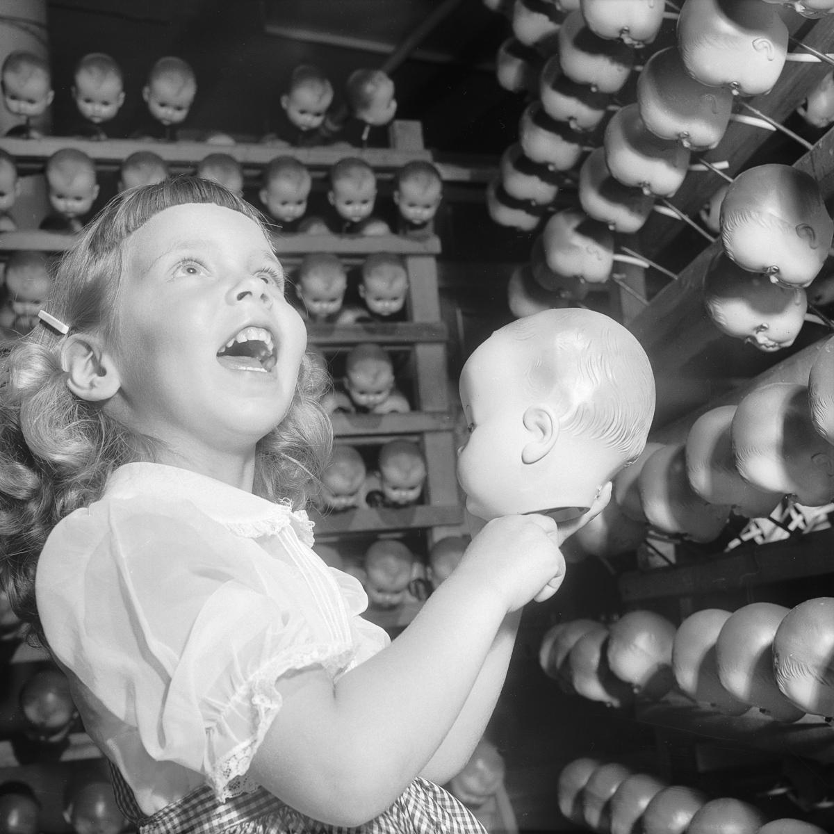 Кукольные фабрики. Попробуйте взглянуть на эти фотографии и не ужаснуться