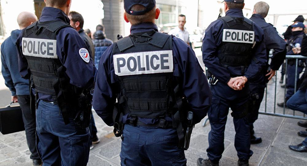 Десятки джихадистов работают в учебных заведениях Франции, жандармерии, полиции, армии.