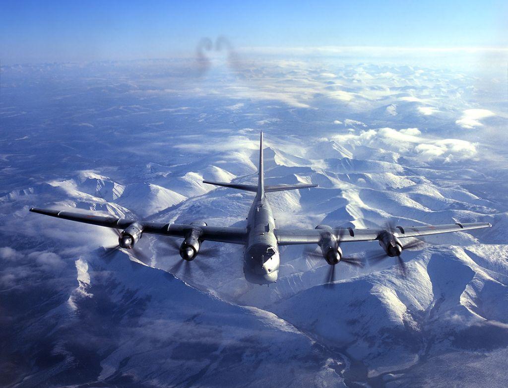 Почему пассажирские самолёты не летают через полюса