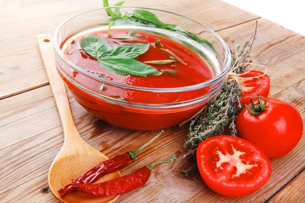 Острый томатный суп с перцем чили