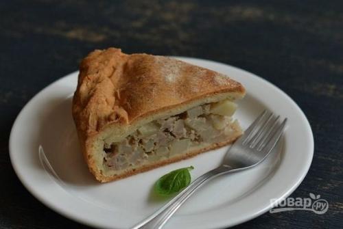 Пирог с фаршем и картошкой.