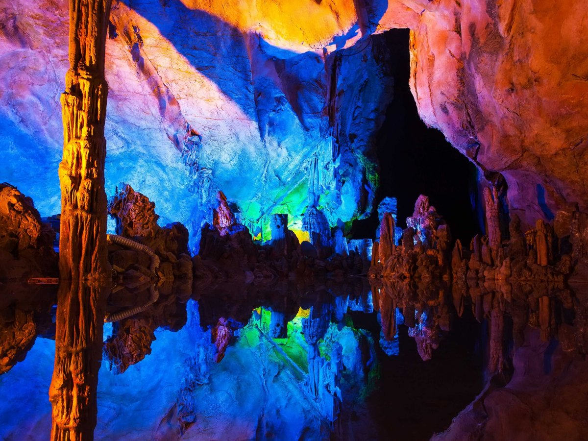 explore-the-illuminated-stalagmites-and-stalactites-of-the-reed-flute-cave-in-guilin