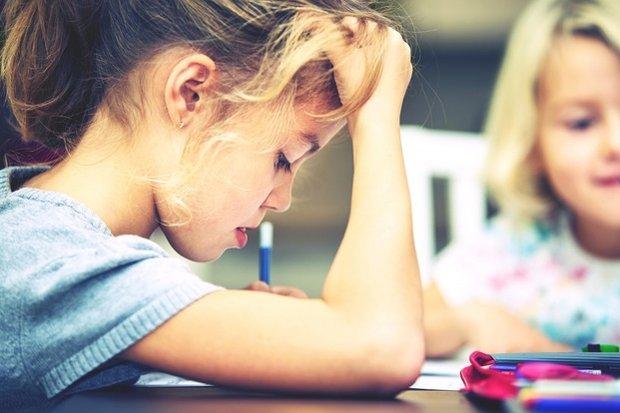 Нужно ли помогать детям с уроками и как при этом не сойти с ума