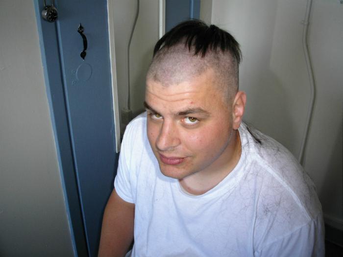 Когда парикмахер решил поэкспериментировать...