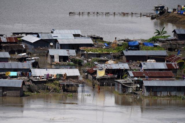 Число жертв наводнения на востоке Индии превысило 250 человек