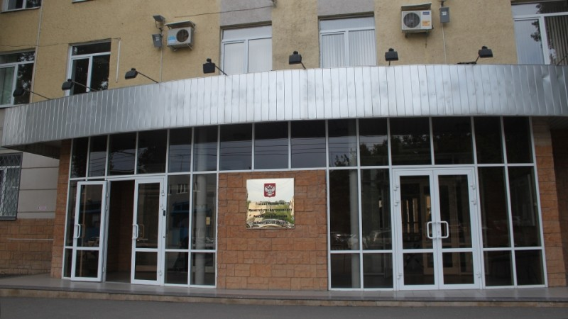 Бомжи пытались продать вывеску интимного магазина
