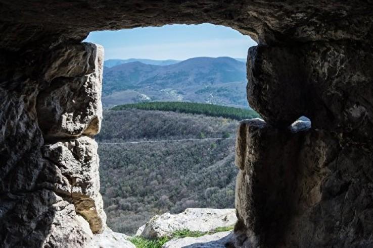 Пещерному комплексу на Мангу…