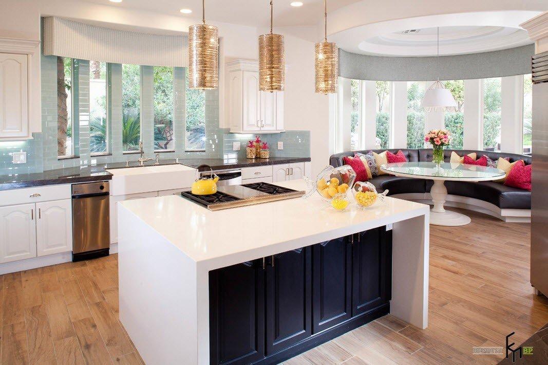 Дизайн столовой кухни с эркером