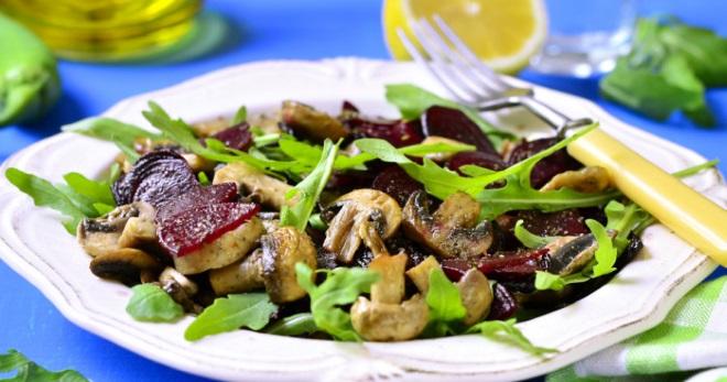 Салат с шампиньонами - очень вкусное блюдо на каждый день и для праздника