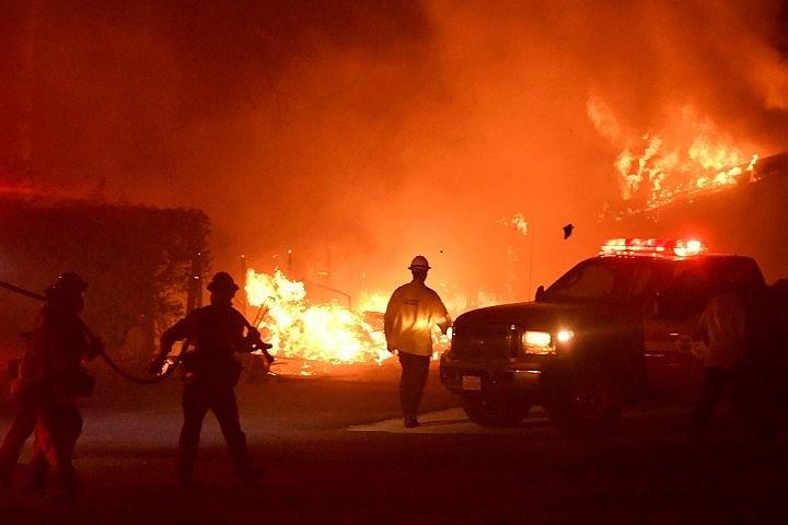 Жертвами лесных пожаров в Калифорнии стали не менее девяти человек