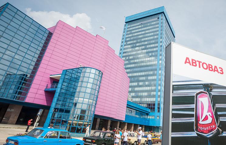 """Правительство выделит почти 440 млн рублей на поддержку сотрудников """"АвтоВАЗа"""""""