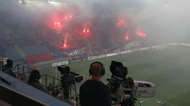 Польские футбольные фанаты случайно сожгли баннер «Мы никогда не сгорим»