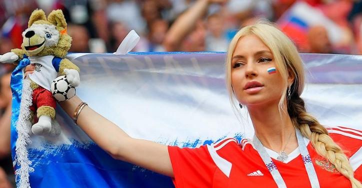 ФИФА запретила показывать красивых болельщиц (фото)