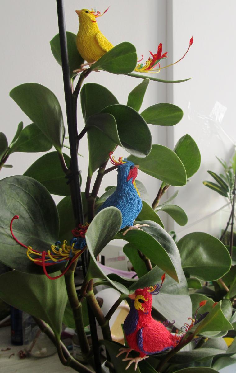 Делаем очаровательных райских птичек из бархатного пластика