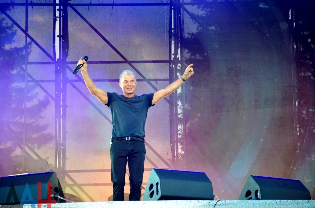Народный артист России Олег Газманов открыл концерт в Донецке знаменитой песней «Есаул»
