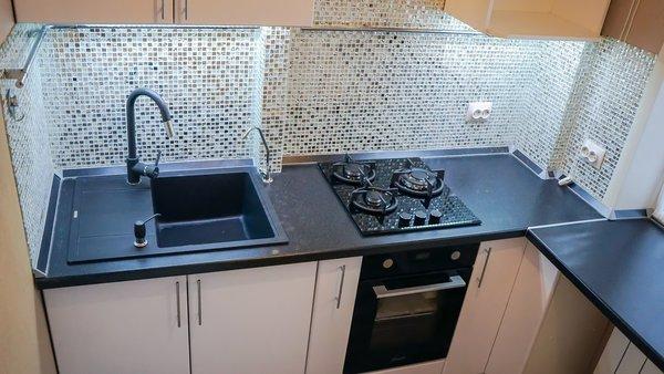 Нарядная, но практичная кухонька 5 кв. метра