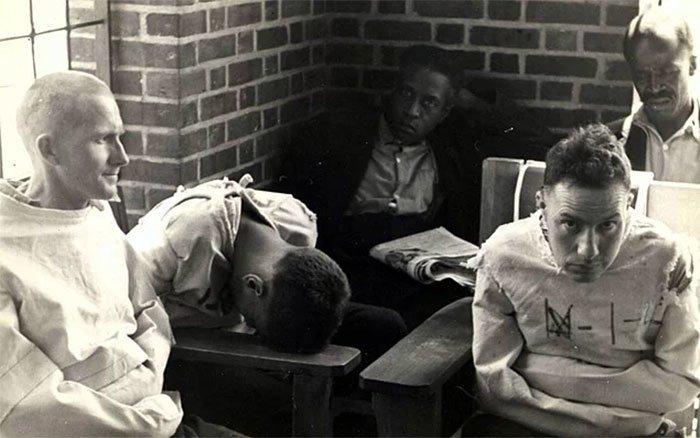 """В 1969 году психолог Дэвид Розенхан решил провести эксперимент и назвал его """"Being Sane in Insane Places"""" ("""