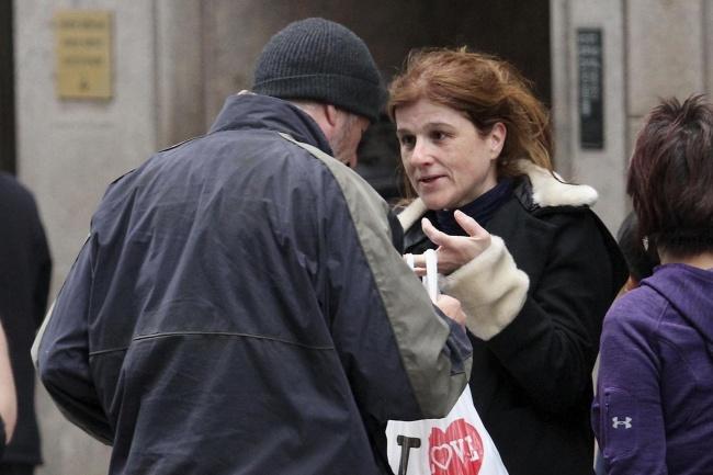 Француженка отдала бродяге свою пиццу. Она и представить не могла, кем окажется этот бездомный