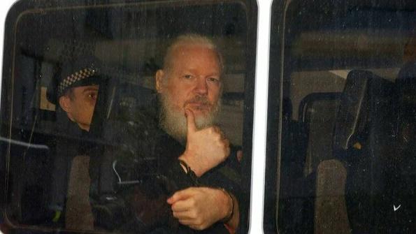 Wikileaks выполняет своё обе…