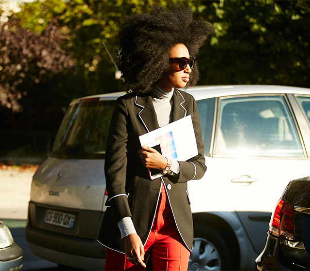 Неделя моды в Париже, весна-лето 2016: street style. Часть 1 (фото 28)