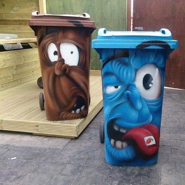 Граффити на мусорных баках