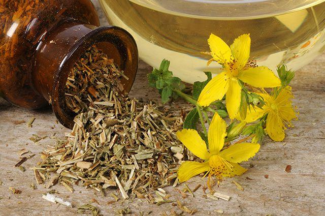 Зверобой, малина и сельдерей помогут при менструальных болях