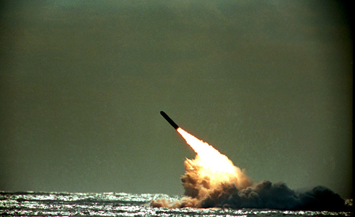 США и ночные запуски их баллистических ракет шлют недвусмысленный сигнал России и Китаю.(JB Press Япония)