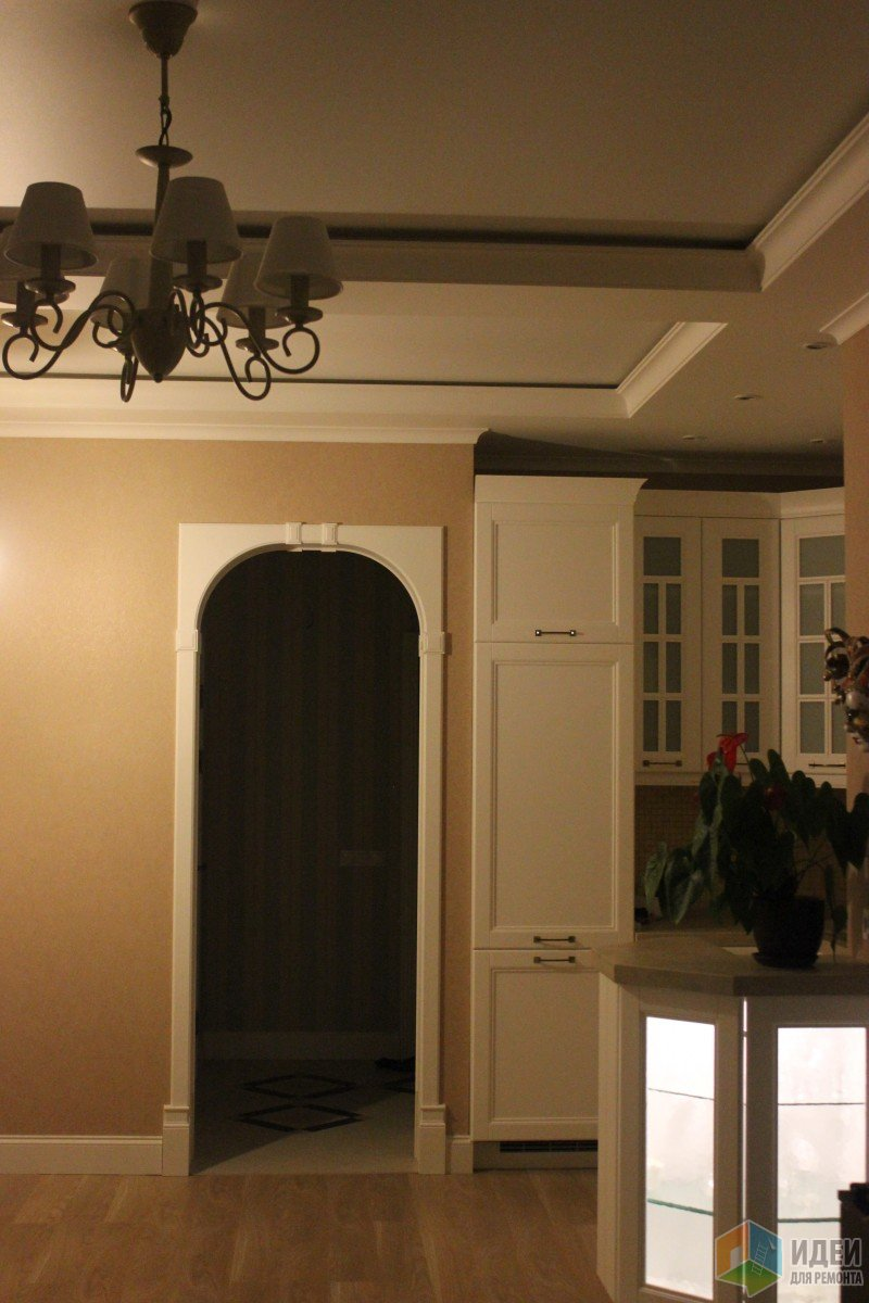 Белоснежная кухня, совмещенная с гостиной