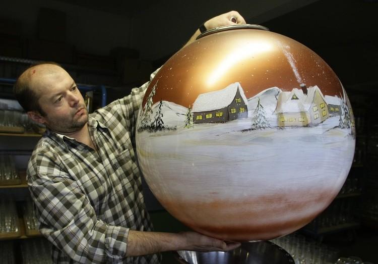 Большой новогодний шар своими руками фото