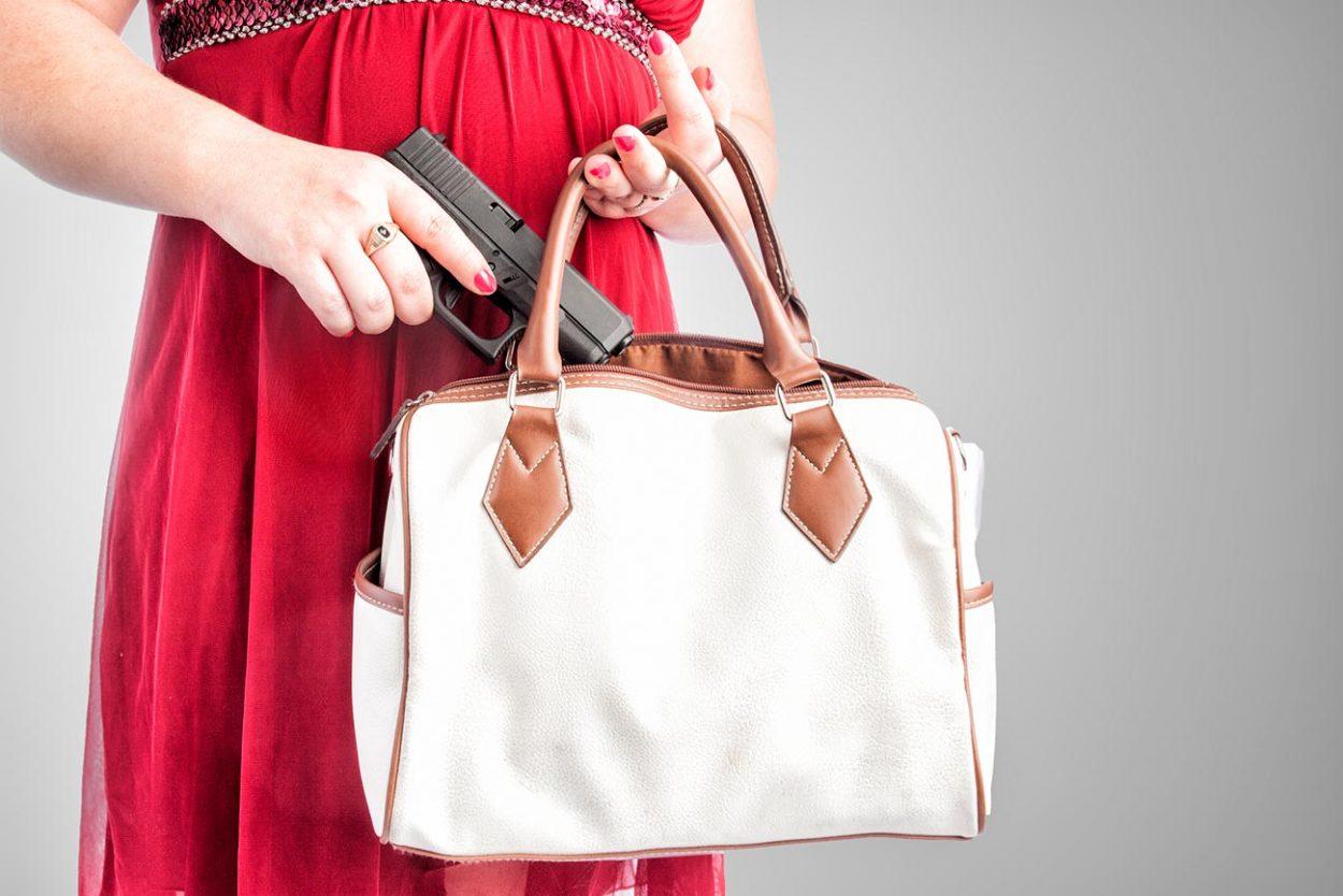 Женская сумочка как склад боеприпасов