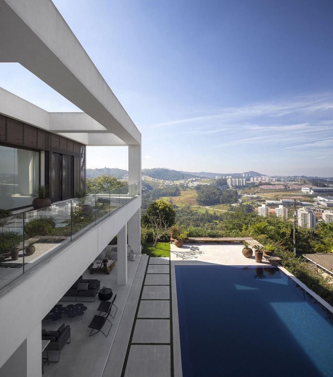 Jaragua, особняк в Сан-Паулу, фотографии особняков, особняк на вершине холма, красивый вид из окон частного дома, Fernanda Marques Arquitetos Associados