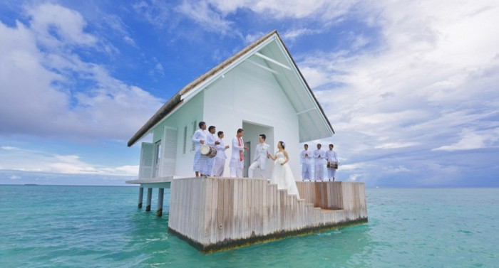 Свадьба посреди океана: павильон для венчания на Мальдивах