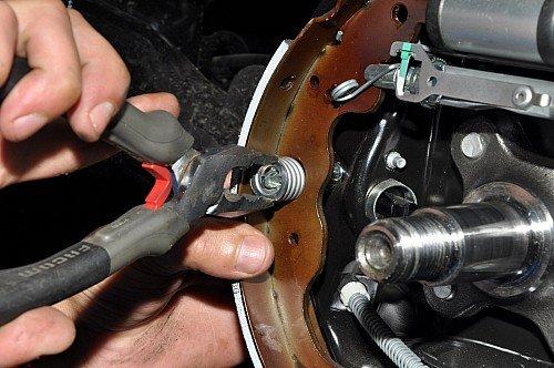 Замена задних тормозных колодок на ниссан альмера своими руками 66