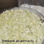 Слоеный салат с колбасой «Радуга»