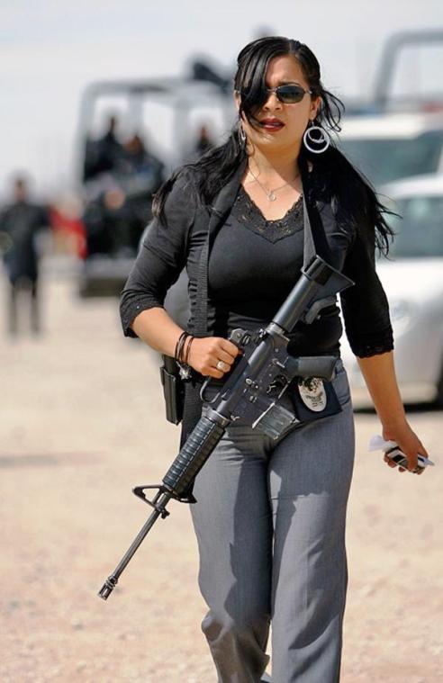 Женщины-полицейские разных стран мира. Я б такой сам сдался, пожалуй!