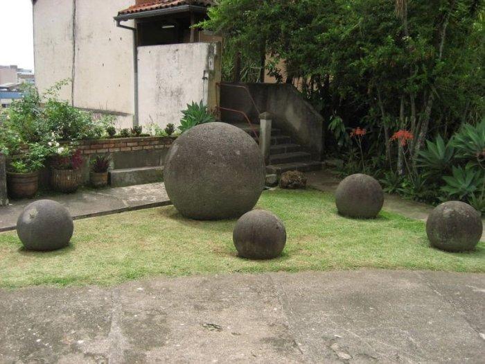 Камни на удивление ровные и гладкие. /Фото:izbyshki.ru