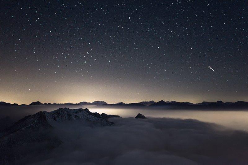 Ночь над облаками. Вид с горы Мон Шабертон высотой 3131 метр над уровнем моря, Франция горы, красиво, небо, облака, природа, творчество, фото, фотограф