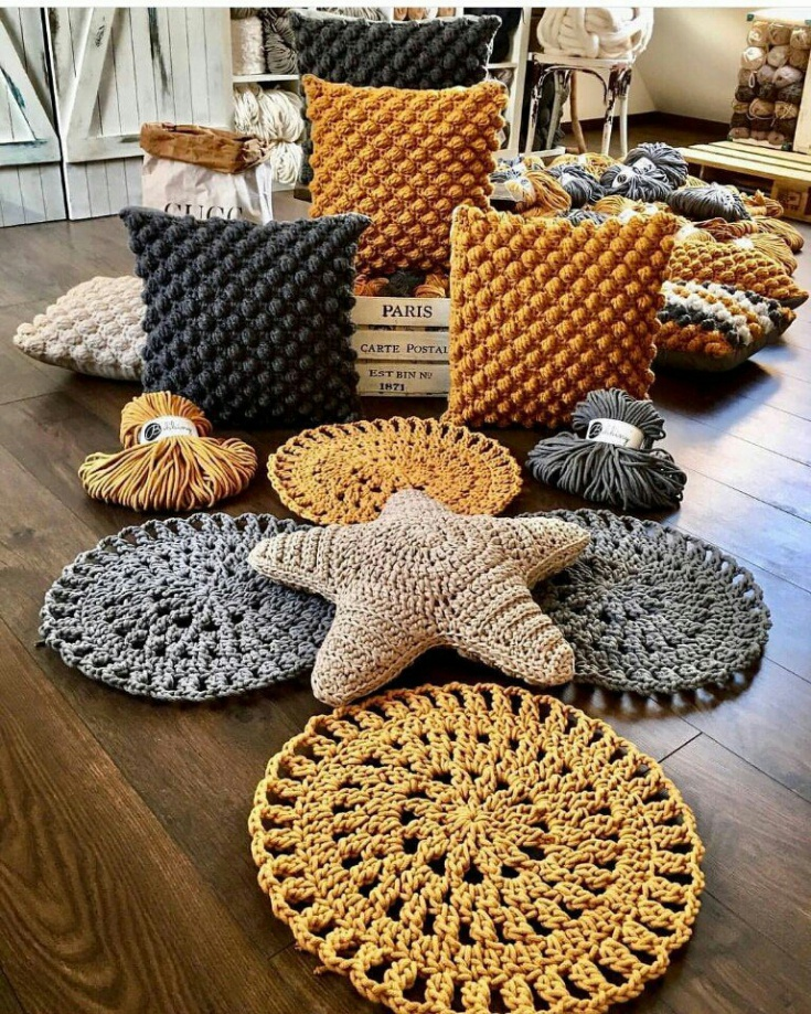 Очаровательные вязаные подушки