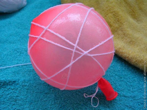 Как сделать шар из ниток и клея пва без шарика