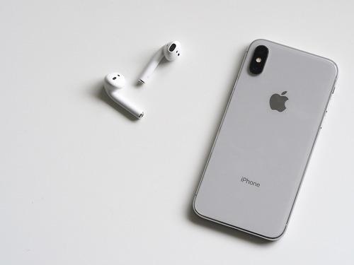 В Москве начали занимать очередь за новым iPhone, продажи - с 28