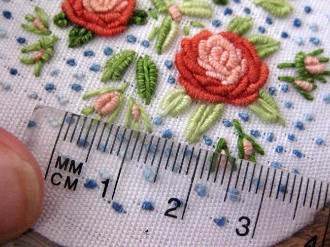 Вышивка рококо по вязаному