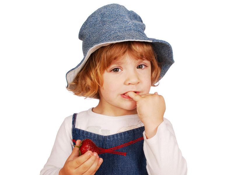 Как побороть привычку ребенка грызть ногти?