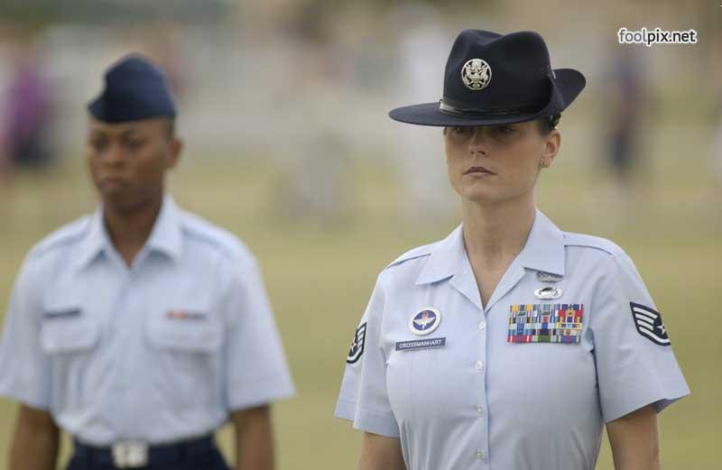 Девушки на службе в армии фото 40
