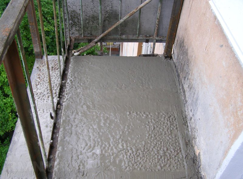 Ремонт балкона: заделка швов и трещин, используемые материал.